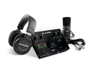 חבילת אולפן הכוללת כרטיס קול אוזניות מיקרופון אולפן ואביזרים נלווים M Audio Vocal Studio Pro