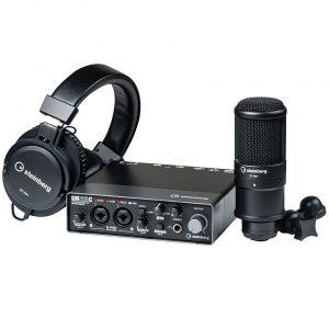 חבילת אולפן הכוללת כרטיס קול מיקרופון אולפני אוזניות ותוכנות לאולפן Steinberg UR22C Pack